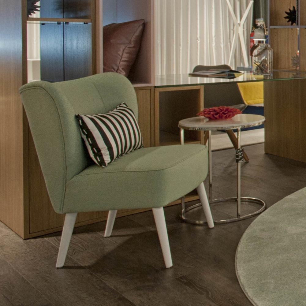cadeirao-estofo-verde-lacado-branco-mesa-apoio-lacado-branco-inox-polido